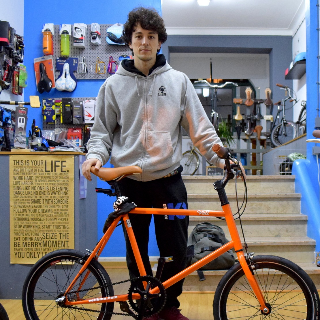 Jorge and the last orange Véli